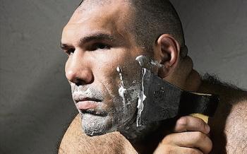 Валуев бреется