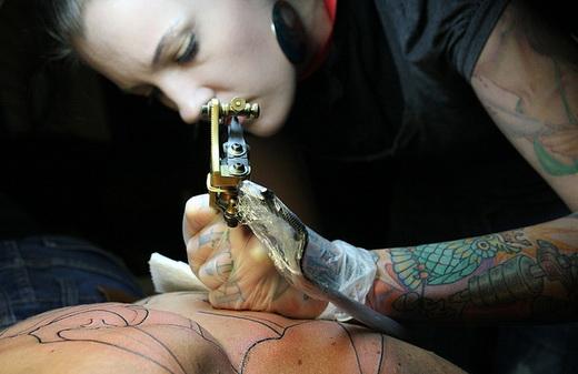 Нанесение татуировок