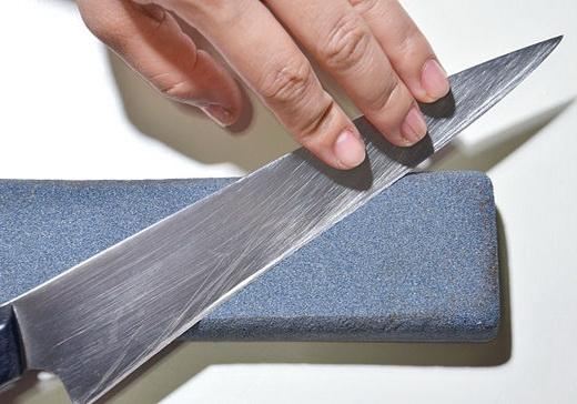 Как правильно точить ножи камнем