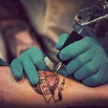 Чем делают татуировки